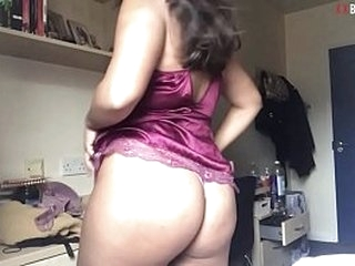 Dirty UK Paki Slag From Birmingham Strips On Cam
