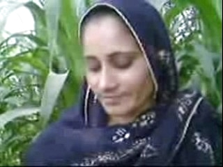 Pakistani village girl fucked by her cousion in open field