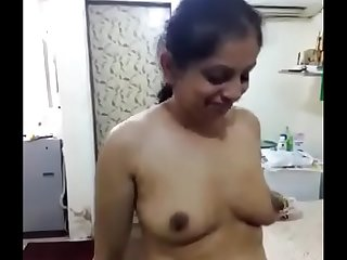 Famous Indian Aunty Showing Her Boobs And Pussy